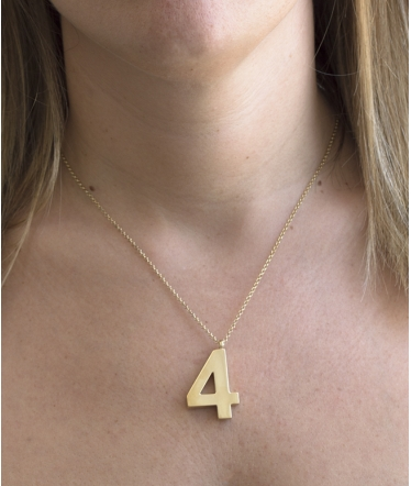 collar número oro
