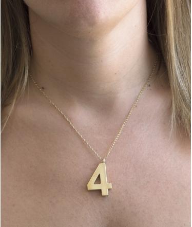 colgante oro numero 6