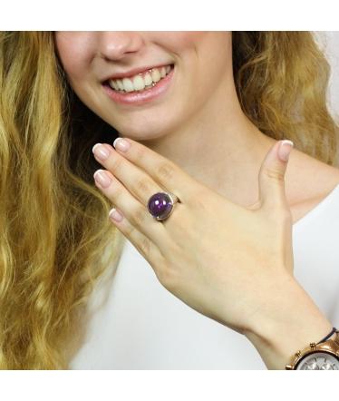 anillo morado